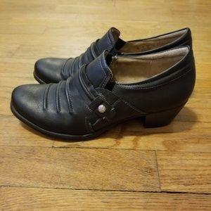 Naturalizer Kaz pebbled black heeled booties